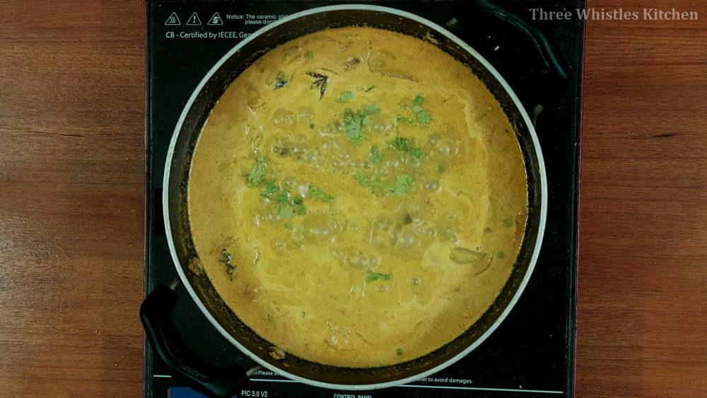 potato peas curry garnish