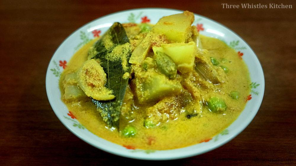 potato peas curry serve