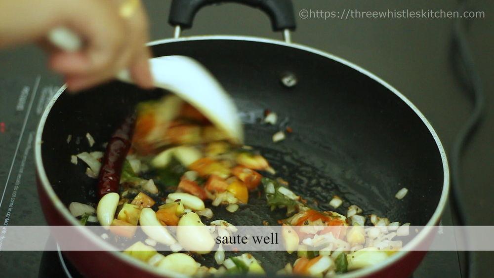 poondu kulambu cook tomato