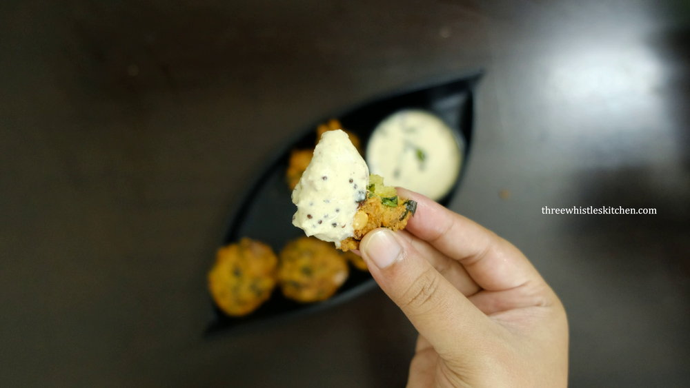 serve vada with coconut chutney